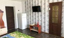 2-3-х местный номер Люкс 4 корпус, 2 этаж: ТВ, двухкамерный холодильник, набор посуды
