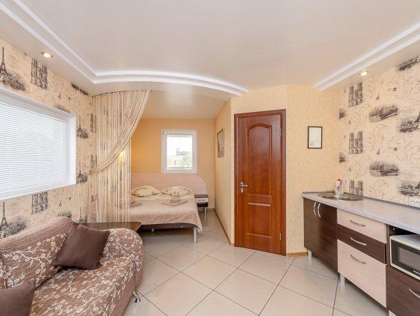 Люкс №1  VIP, гостевой дом «Гостевой Дом 170», Кирилловка. Фото 1
