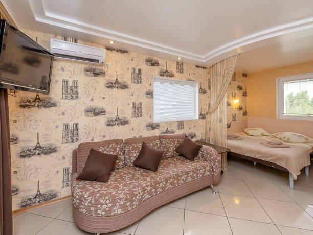 Люкс №1  VIP, гостевой дом «Гостевой Дом 170», Кирилловка. Фото 2
