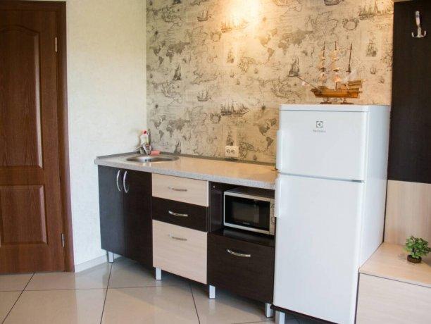 Люкс №3  VIP, гостевой дом «Гостевой Дом 170», Кирилловка. Фото 4