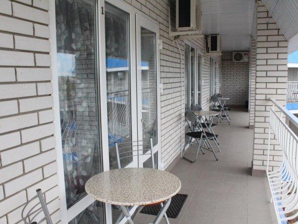 Люкс №3  VIP, гостевой дом «Гостевой Дом 170», Кирилловка. Фото 9