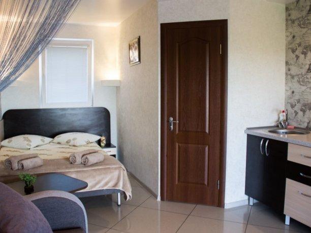 Люкс №3  VIP, гостевой дом «Гостевой Дом 170», Кирилловка. Фото 1