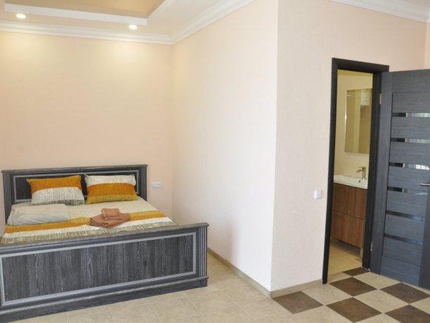 Suite №101*, база отдыха «Променад», Кирилловка. Фото 1