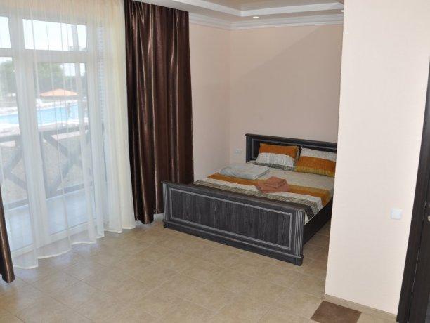 mini Suite №106, база отдыха «Променад», Кирилловка. Фото 1