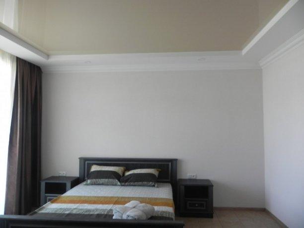 Suite №301*, база отдыха «Променад», Кирилловка. Фото 1