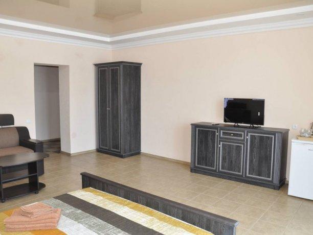 Junior Suite №303*, база отдыха «Променад», Кирилловка. Фото 1