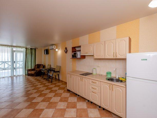 Апартаменты №3, база отдыха «ADMIRAL», Кирилловка. Фото 7