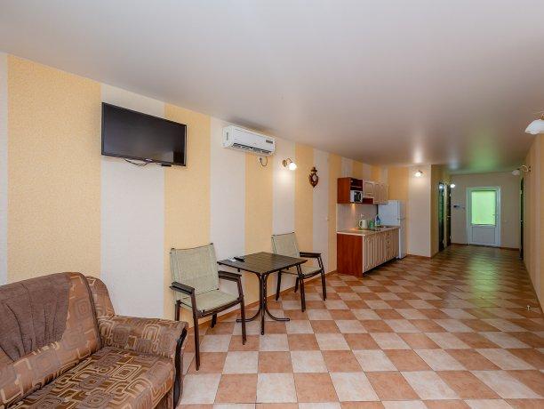 Апартаменты №3, база отдыха «ADMIRAL», Кирилловка. Фото 5