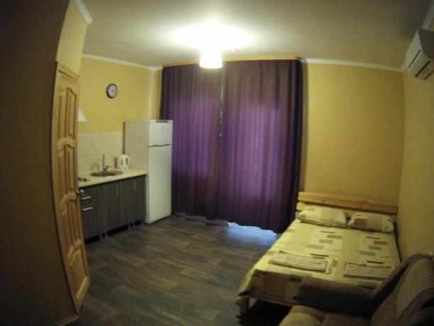 Люкс №55, база отдыха «Кипарис», Кирилловка. Фото 2