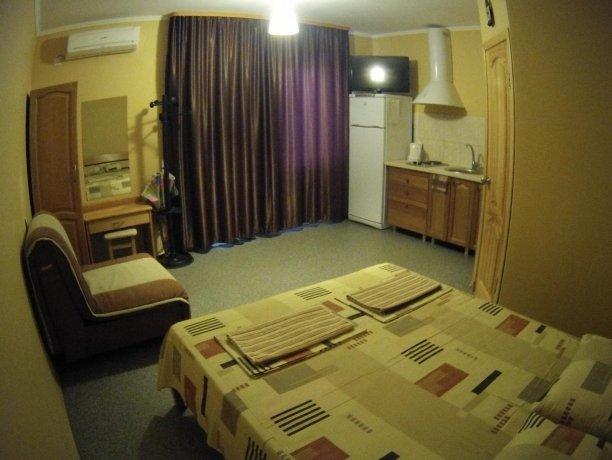 Люкс №62, база отдыха «Кипарис», Кирилловка. Фото 2