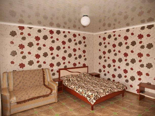 Люкс №5 (3 корп), гостевой дом «Афродита (Чаривна30)+Бассейн», Кирилловка. Фото 1
