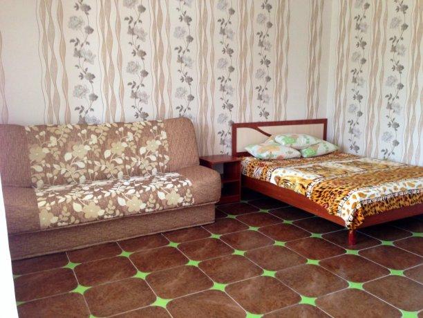 Люкс №9 (3 корп), гостевой дом «Афродита (Чаривна30)+Бассейн», Кирилловка. Фото 1