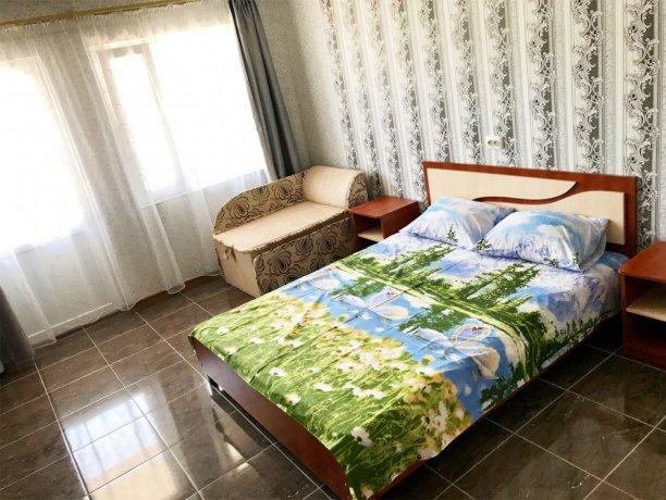 Люкс №25 (4 корп), гостевой дом «Афродита (Чаривна30)+Бассейн», Кирилловка. Фото 1