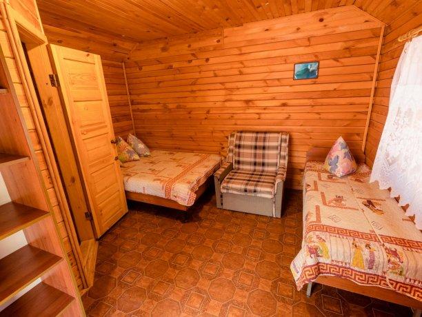 Коттедж №16, база отдыха «Солнышко», Кирилловка. Фото 2