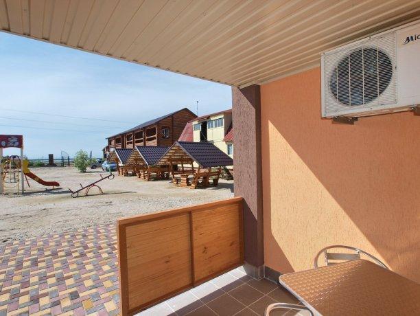 Студия №50, база отдыха «Акватория», Кирилловка. Фото 1