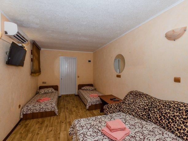 Junior Suite №26, гостевой комплекс «TROPICANKA», Кирилловка. Фото 10