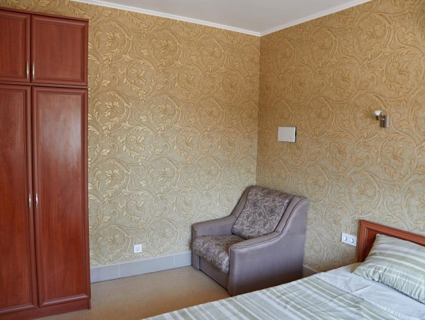 Апартаменты №47 (корп. 1), база отдыха «Автомобилист», Кирилловка. Фото 2