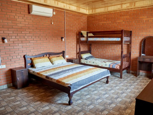 Семейный-люкс №69 (корп. 2), база отдыха «Автомобилист», Кирилловка. Фото 1