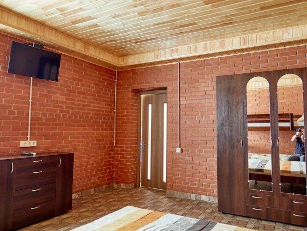 Семейный-люкс №69 (корп. 2), база отдыха «Автомобилист», Кирилловка. Фото 12