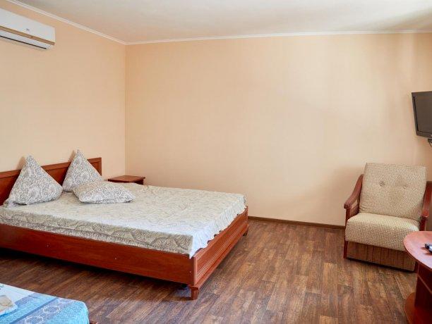 Апартаменты-студио №43 (корп. 3), база отдыха «Автомобилист», Кирилловка. Фото 1