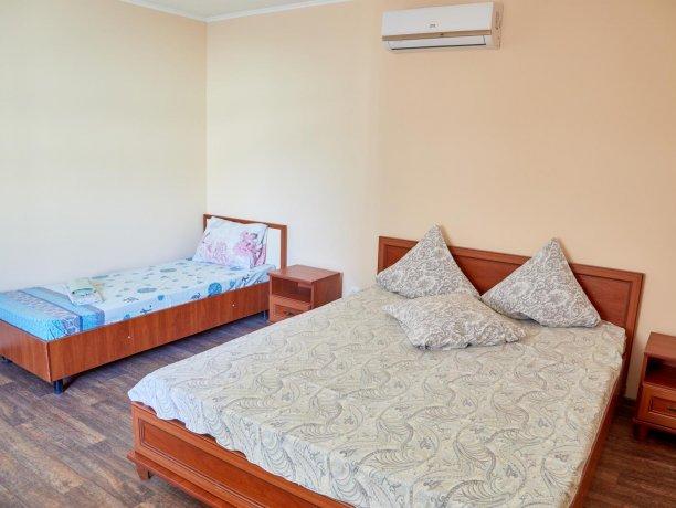 Апартаменты-студио №43 (корп. 3), база отдыха «Автомобилист», Кирилловка. Фото 2