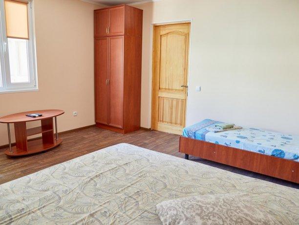 Апартаменты-студио №43 (корп. 3), база отдыха «Автомобилист», Кирилловка. Фото 3