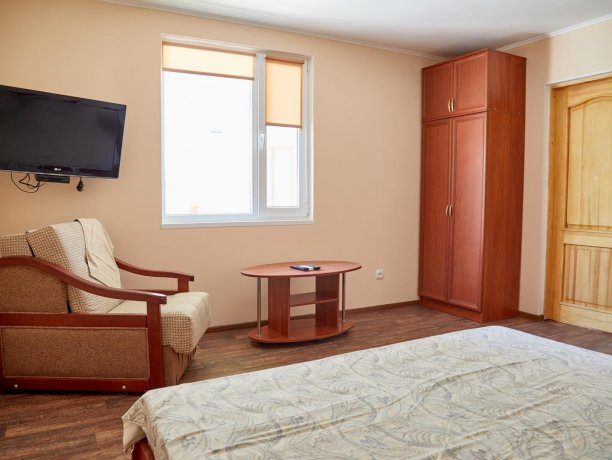 Апартаменты-студио №43 (корп. 3), база отдыха «Автомобилист», Кирилловка. Фото 4