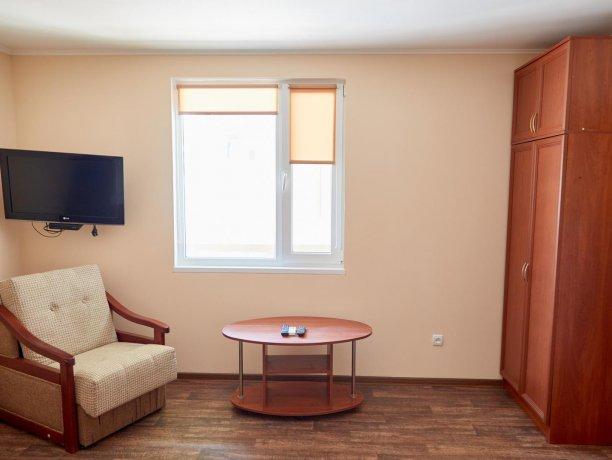 Апартаменты-студио №43 (корп. 3), база отдыха «Автомобилист», Кирилловка. Фото 7