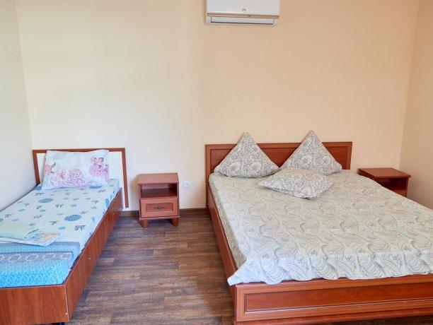 Апартаменты-студио №43 (корп. 3), база отдыха «Автомобилист», Кирилловка. Фото 5