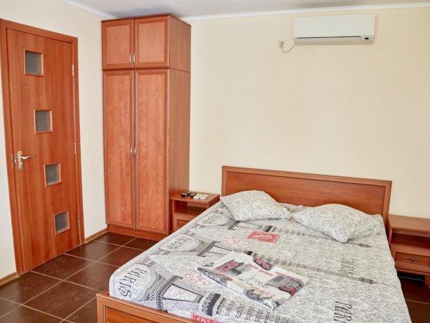 Апартаменты-студио №43 (корп. 3), база отдыха «Автомобилист», Кирилловка. Фото 6