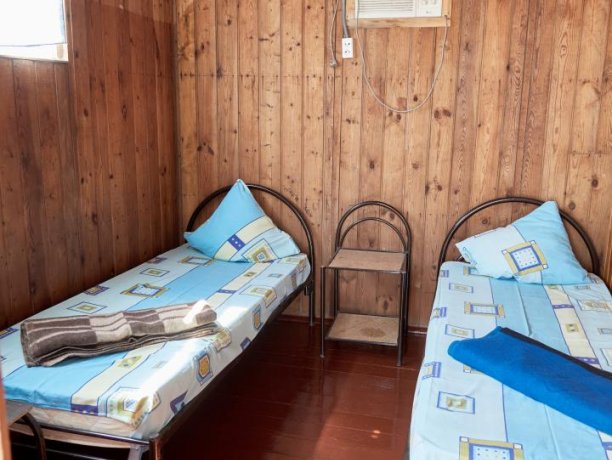 Стандарт + №9, база отдыха «Автомобилист», Кирилловка. Фото 2