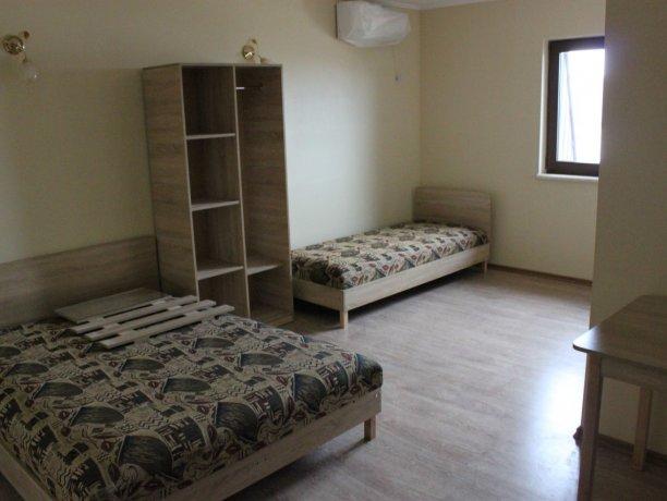 Люкс №11 (мансарда), гостевой дом «Агат», Кирилловка. Фото 1