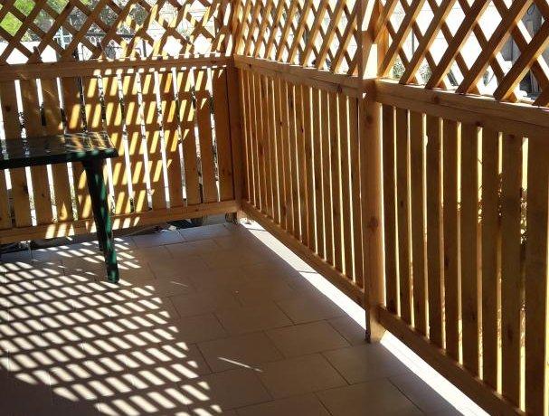 Люкс Люкс 3х местный с деревянной верандой, база отдыха «Азов Коралл», Кирилловка. Фото 5