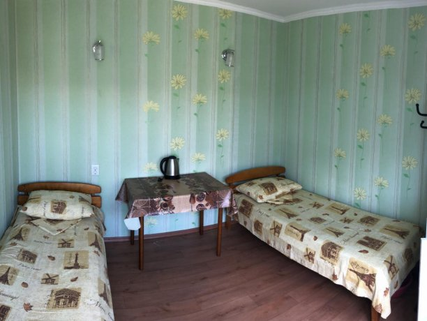 Стандарт №6 (2 м.), база отдыха «Гостиный двор», Кирилловка. Фото 1