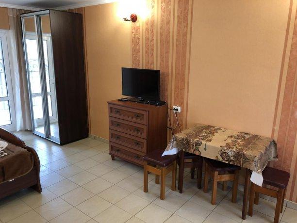 Семейный-люкс №14, база отдыха «Гостиный двор», Кирилловка. Фото 2
