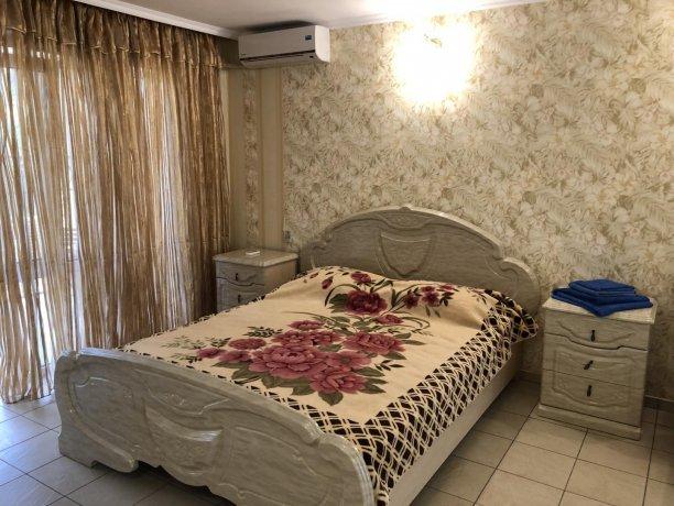 Семейный-люкс №15, база отдыха «Гостиный двор», Кирилловка. Фото 2