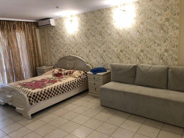 Семейный-люкс №15, база отдыха «Гостиный двор», Кирилловка. Фото 6