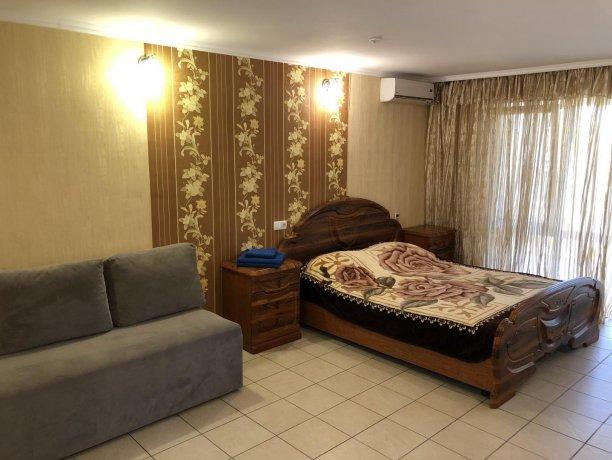 Семейный-люкс №16, база отдыха «Гостиный двор», Кирилловка. Фото 1
