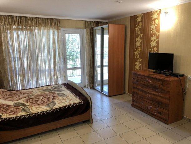 Семейный-люкс №16, база отдыха «Гостиный двор», Кирилловка. Фото 5