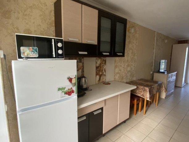 Семейный-люкс №17, база отдыха «Гостиный двор», Кирилловка. Фото 1