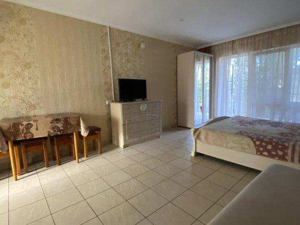 Семейный-люкс №17, база отдыха «Гостиный двор», Кирилловка. Фото 4