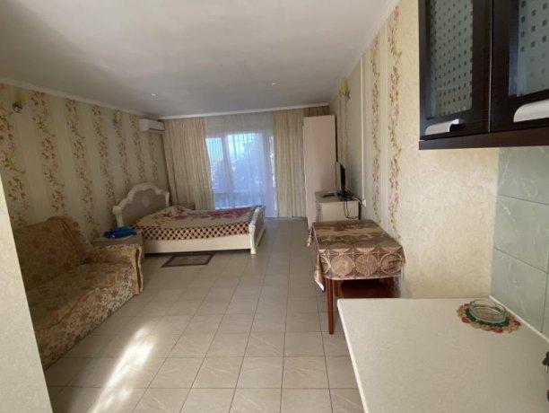 Семейный-люкс №18, база отдыха «Гостиный двор», Кирилловка. Фото 2