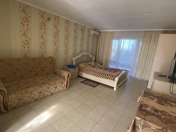 Семейный-люкс №18, база отдыха «Гостиный двор», Кирилловка. Фото 3