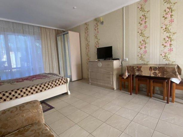 Семейный-люкс №18, база отдыха «Гостиный двор», Кирилловка. Фото 4