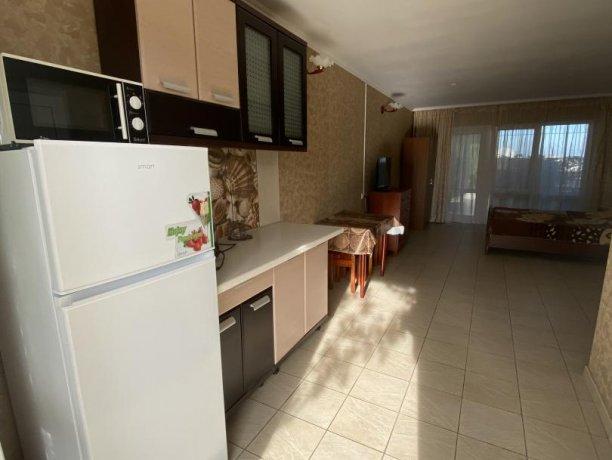 Семейный-люкс №19, база отдыха «Гостиный двор», Кирилловка. Фото 1