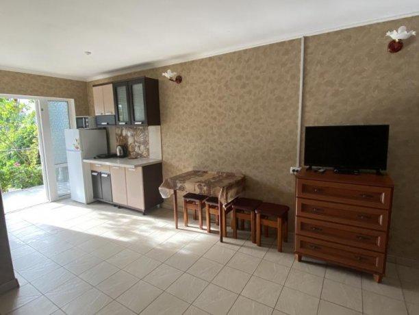 Семейный-люкс №19, база отдыха «Гостиный двор», Кирилловка. Фото 3
