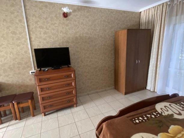Семейный-люкс №19, база отдыха «Гостиный двор», Кирилловка. Фото 5