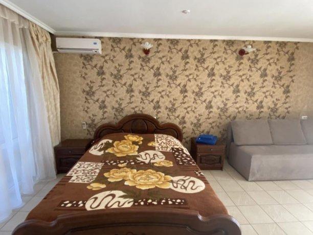 Семейный-люкс №19, база отдыха «Гостиный двор», Кирилловка. Фото 6