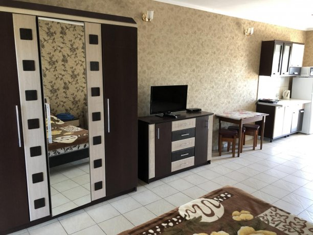 Семейный-люкс №22, база отдыха «Гостиный двор», Кирилловка. Фото 4