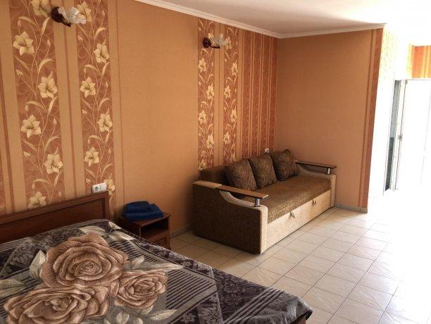 Семейный-люкс №23, база отдыха «Гостиный двор», Кирилловка. Фото 3